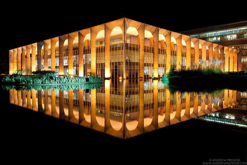 iluminação na arquitetura de áreas externas